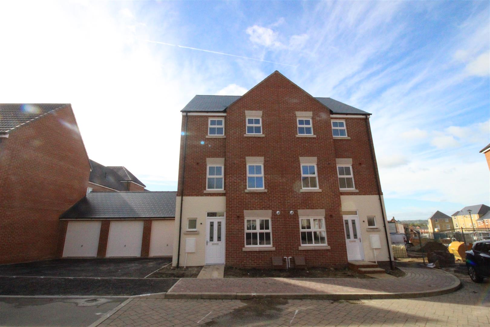 4 Bedrooms Terraced House for sale in Truscott Avenue, Redhouse, Swindon